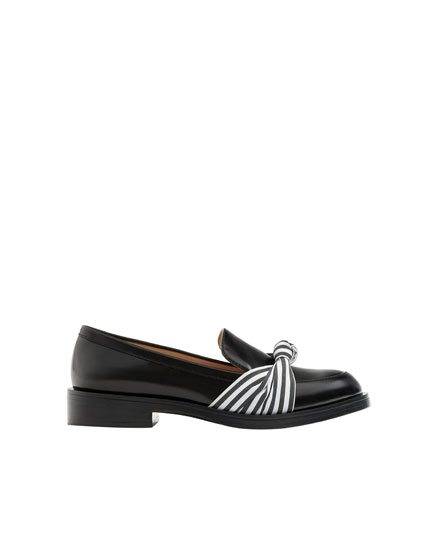 Loafers with bow detail