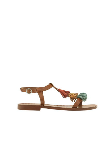 Sandals with multicoloured tassels