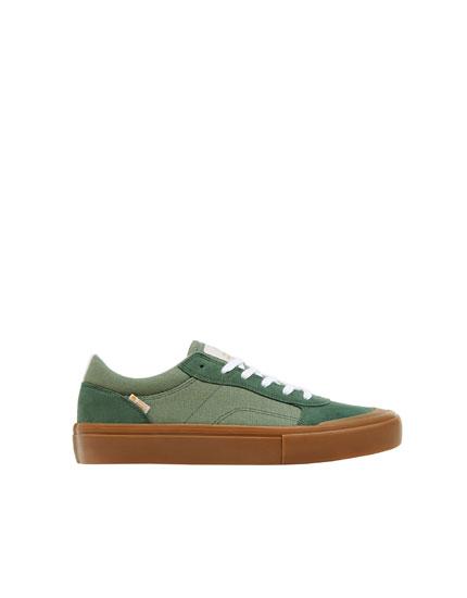 Yeşil spor ayakkabı