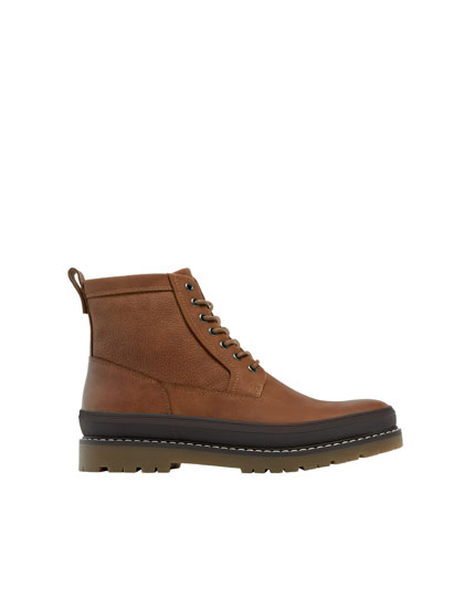 Brown boots with sole detail