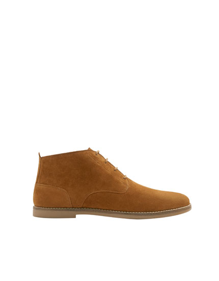 Camel-coloured split suede desert boots