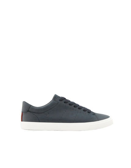 Marineblaue Basic-Sneaker
