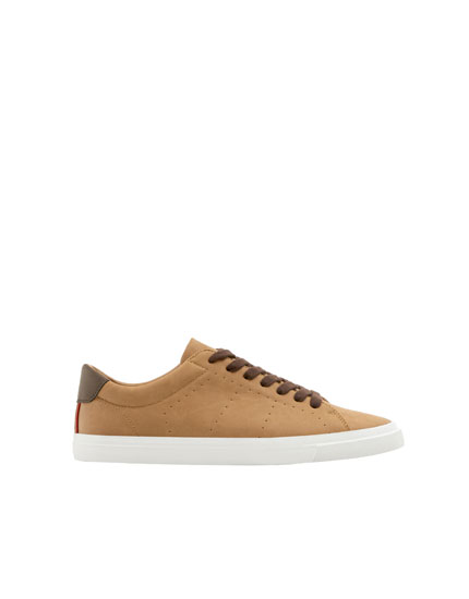 Basic camel sneakers
