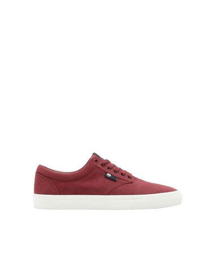 Basic burgundy teen trainers
