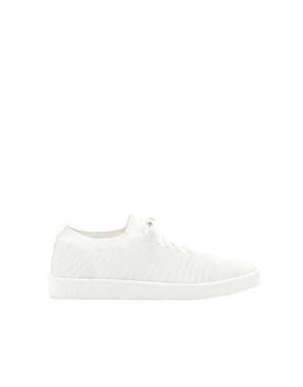 Beyaz örgülü spor ayakkabı