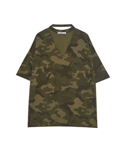 Camouflage T-shirt with choker neck