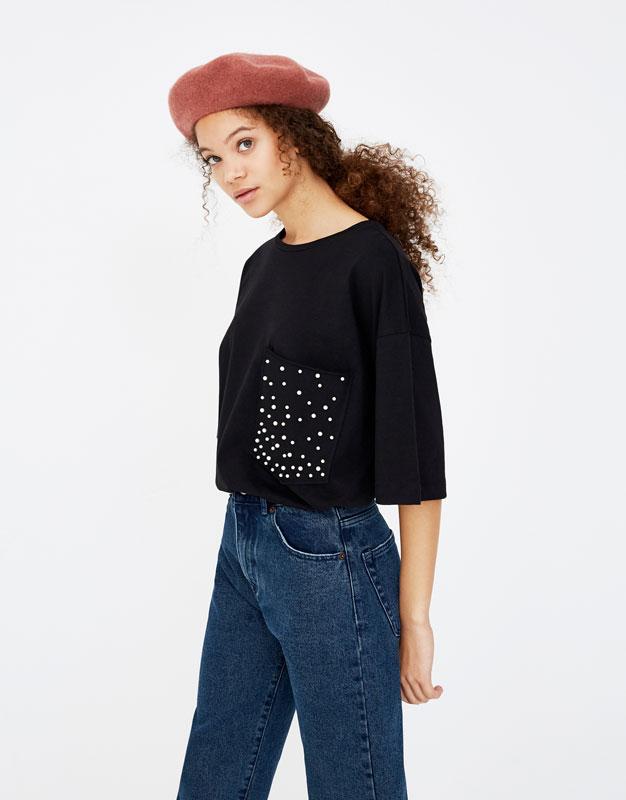 Camiseta con bolsillo de perlas