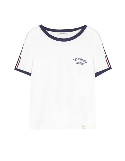 T-shirt with stripes along the shoulders