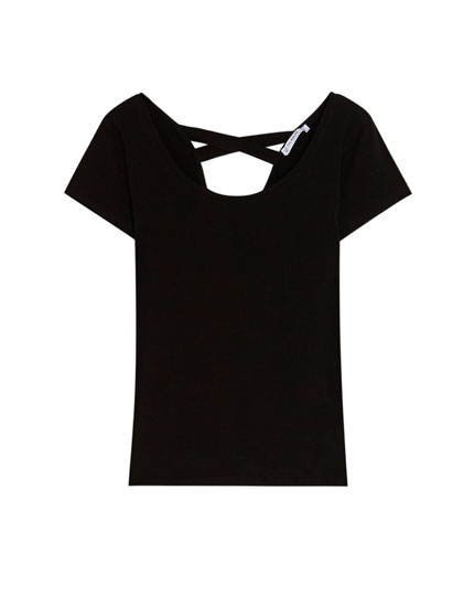 Short sleeve top with a back detail