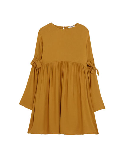 Dress with bows on sleeves