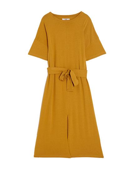 Basic dress with belt