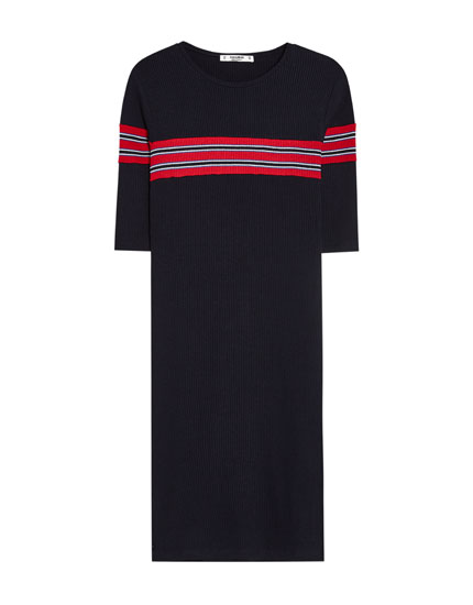 Dress with stripes on the chest
