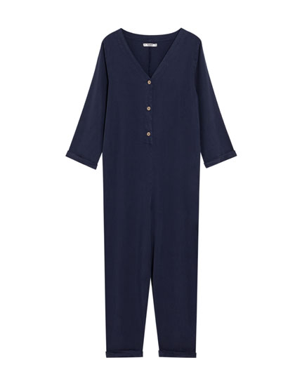 Long jumpsuit with front buttons.