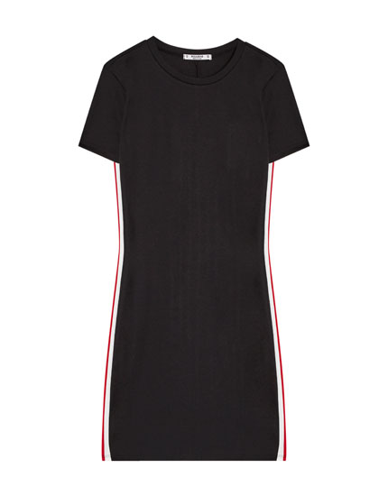 Short sleeve dress with a side stripe