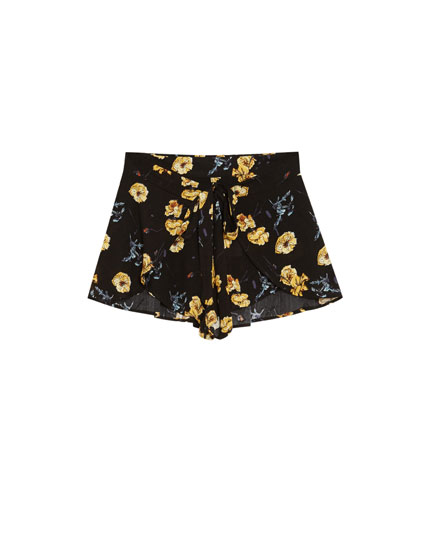 Printed shorts with tie front