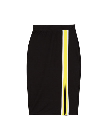 Falda midi ajustada con abertura