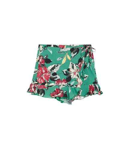 Shorts i pareo-stil med blomsterprint