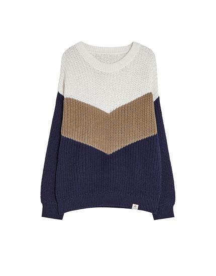 Dreifarbiger Pullover mit Colour-Blocks
