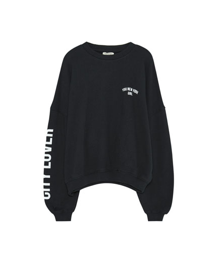 Sweatshirt with sleeve slogan