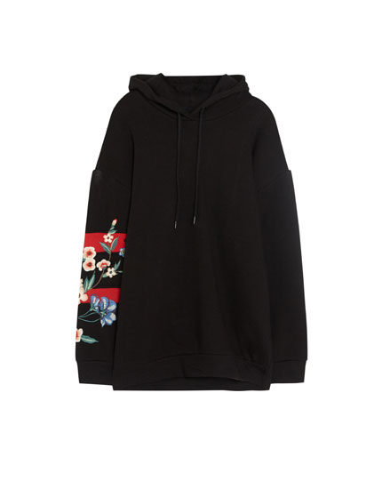 Sweatshirt with embroidered flowers on the sleeves