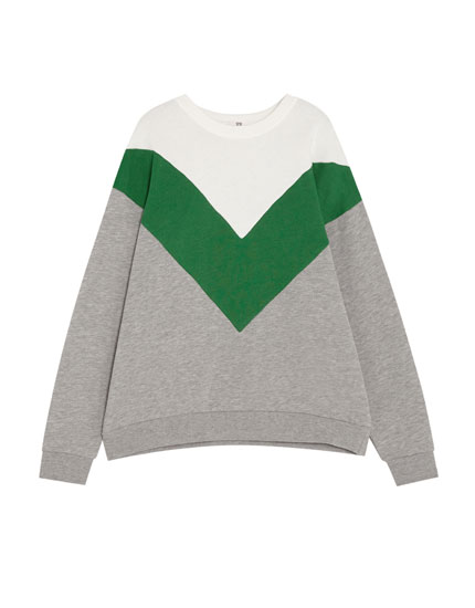 Sweatshirt with V-shaped panels