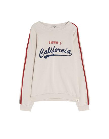 Sweatshirt med tekst og striber