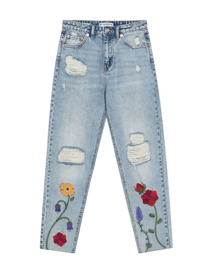 Mom jeans with embroidered flowers