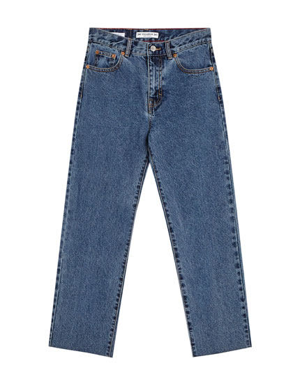 Straight jeans with unfinished hem