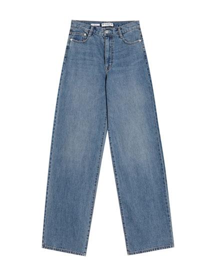 Jeans con pierna ancha