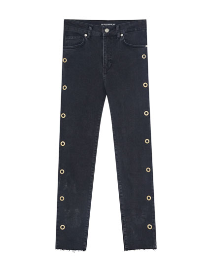 Skinny jeans with eyelets