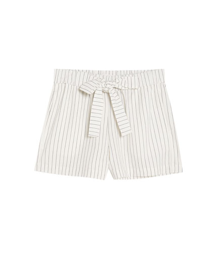 Bermuda shorts with bow and thin stripes