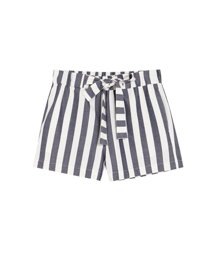 Bermuda shorts with wide stripes and bow.
