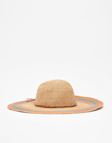 Sun hat with ropes
