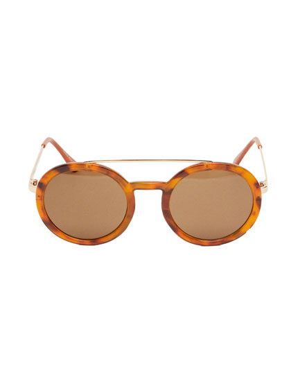 Óculos de sol com padrão de tartaruga