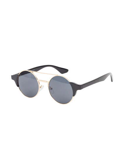 Round sunglasses with a gold bridge