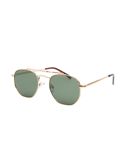 Aviator sunglasses with bridge