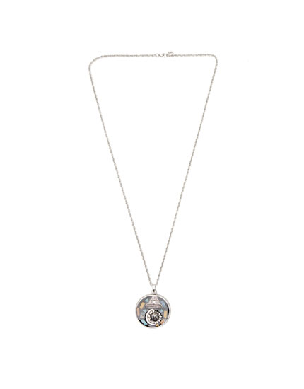 Necklace with round pendant