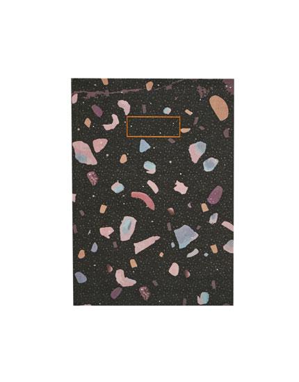 Caderno com estampado multicolorido