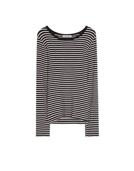 Camiseta de manga larga y rayas