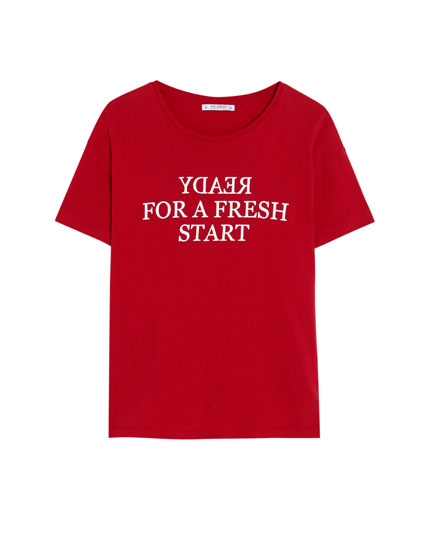 Short sleeve T-shirt with a backward slogan