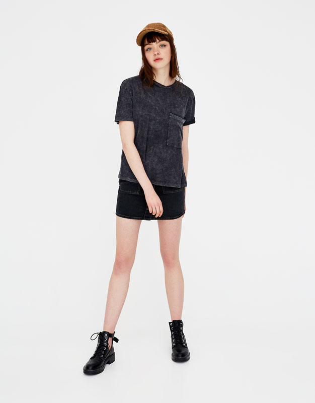 Short sleeve T-shirt with a pocket