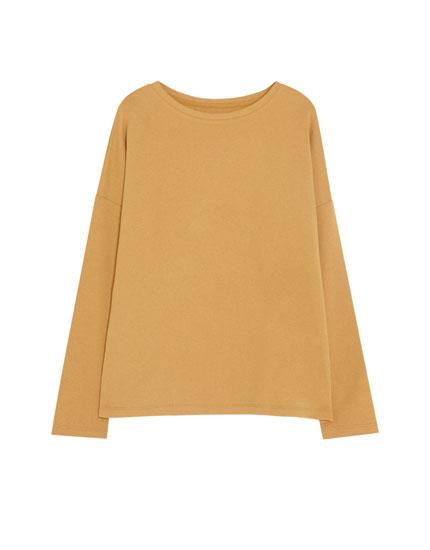 Sweatshirt básica com decote redondo