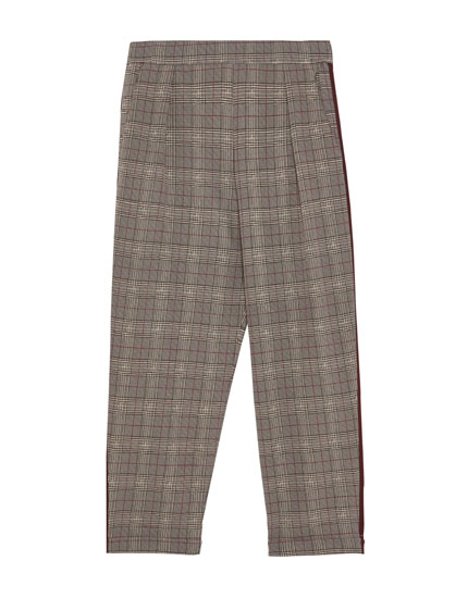 Jogging trousers with maroon stripes