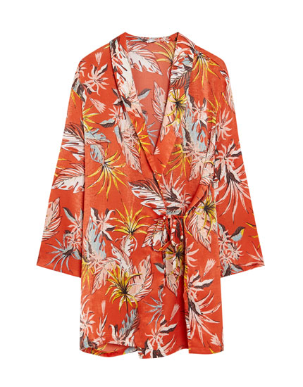 Kimono ar ziedu apdruku