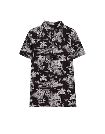 Short sleeve polo shirt with an all-over print