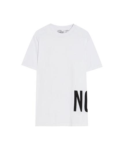 Camiseta con texto oversize
