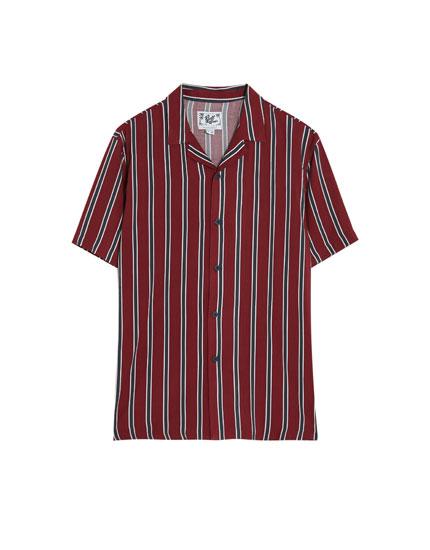 Camisa de manga corta a rayas burdeos