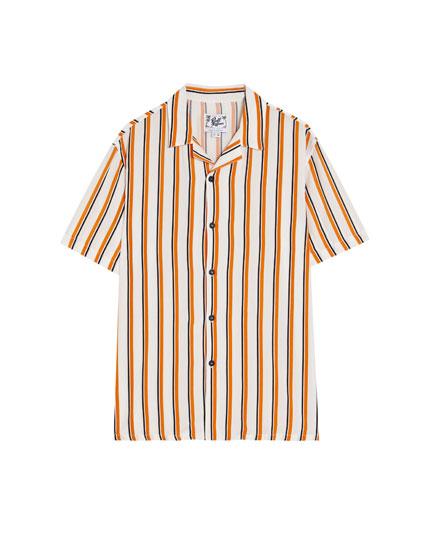 Hemd mit kurzen Ärmeln und weißen Streifen