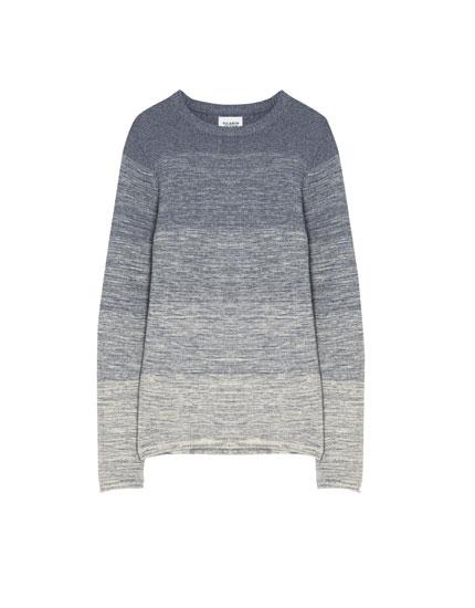 'Oversize' stila džemperis ar krāsu pāreju