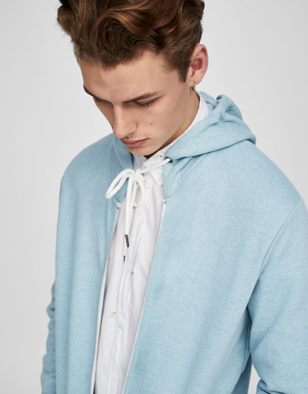 Hooded sweatshirt with zip